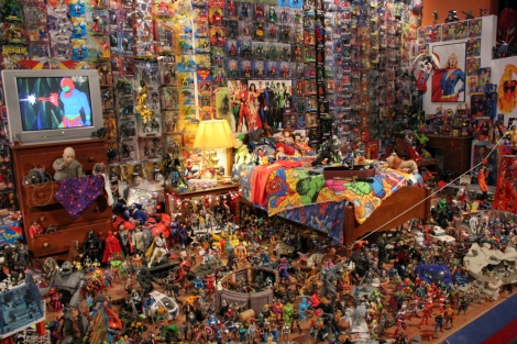 RESIZED-toy-action-figure-museum-close-up-bedroom-collection